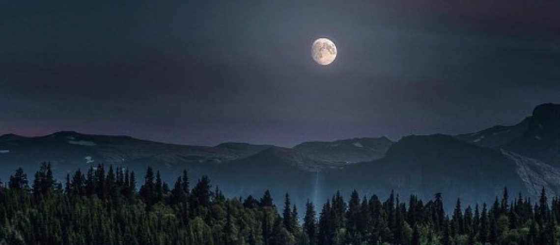 summer moon by Hemsedal